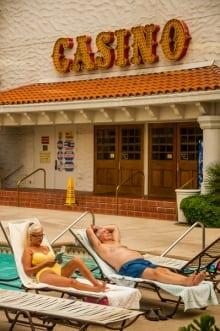 michael rababy - casino couple poolside -906_0331