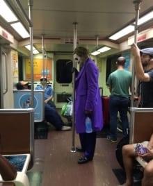 jamie-lee-curtis-taete-joker-on-train
